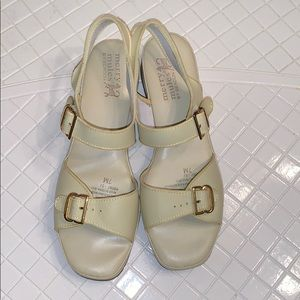 Nwot Vtg Merry Mules by Beacon ivory sandals